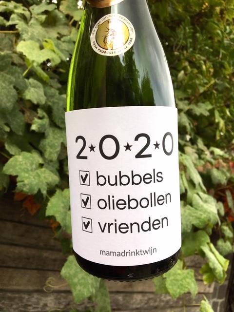 Wijnetiket 2020, plak humor op je fles wijn tijden oud en nieuw