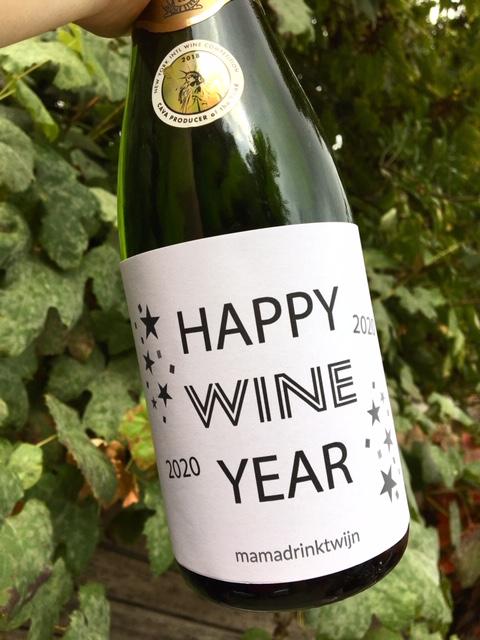 Wijnetiket Happy Wine Year maakt wat elk oudejaarsfeest een knalfeest