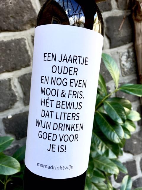 Wijnetiket Jaartje Ouder is een origineel verjaardag cadeau en nog goedkoop ook