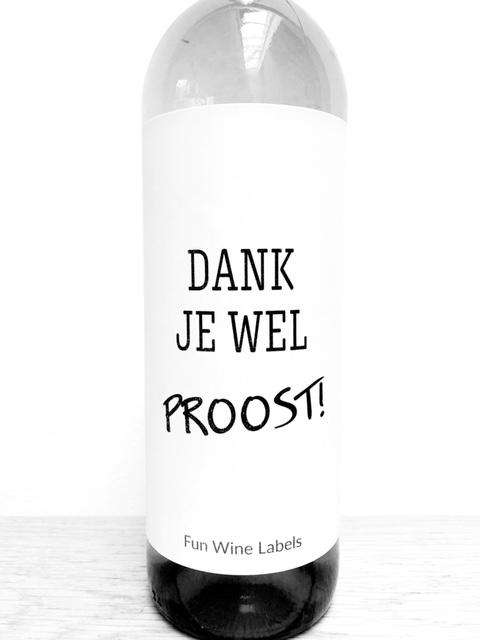 wijnetiket dank proost op een fles wijn