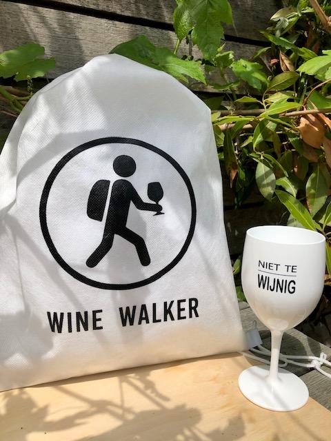 festival box met kunststof wijnglas en biobase rugtasje
